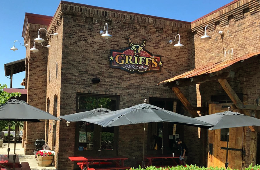 dining-copper-valley-griffs-bbq-grill